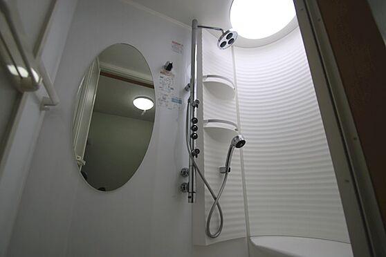 中古一戸建て-熱海市伊豆山 2階にはシャワーブースがございます。使用感の少ない綺麗な状態を維持しております。