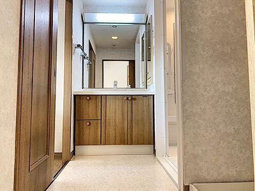 中古マンション-知多郡東浦町大字森岡字南陽二区 【独立洗面台付き】キッチンからも廊下からも行き来できる洗面室です