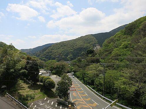 中古マンション-熱海市西熱海町2丁目 緑豊かな環境、お車は必要なエリアです。
