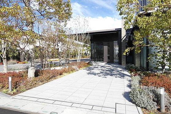 マンション(建物一部)-越谷市レイクタウン5丁目 緑豊かな明るいエントランス