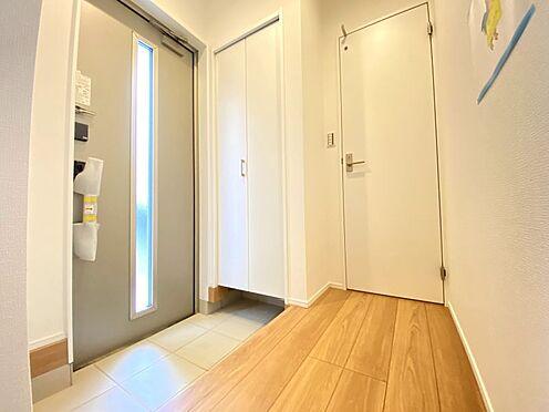 新築一戸建て-福岡市南区西長住3丁目 大きなシューズクローゼットで、家族の荷物もすっきりと収納可能です!