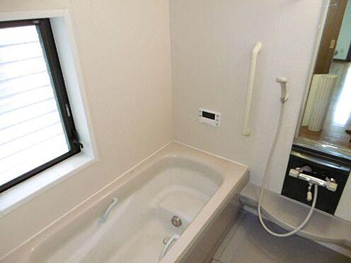 中古一戸建て-町田市小山町 窓の付いた明るい浴室(浴室乾燥機付)