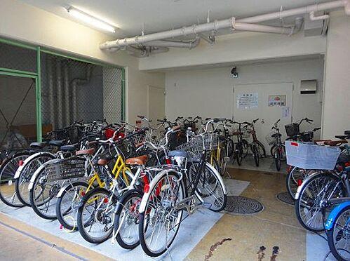 マンション(建物一部)-神戸市中央区雲井通4丁目 自転車置場もあるので駅や繁華街へ気軽にアクセスできます。