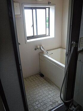 店舗付住宅(建物全部)-八街市八街に 2階アパート部分、階段上がって右側の2DK浴室の写真です。