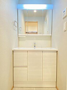 区分マンション-墨田区横川4丁目 三面鏡で収納豊富な洗面化粧台