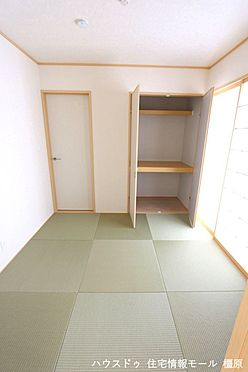 戸建賃貸-磯城郡田原本町大字阪手 南向きの明るい室内。琉球畳を採用し、お洒落な印象になりました。(同仕様)