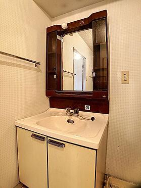 区分マンション-福岡市中央区港3丁目 収納棚付きの洗面台です。