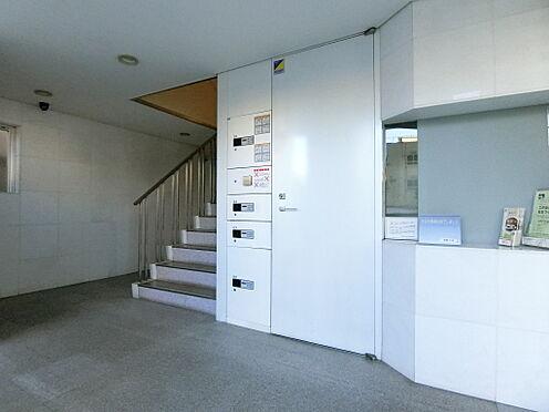 中古マンション-世田谷区代田4丁目 エントランス内部です。管理人室がございます。