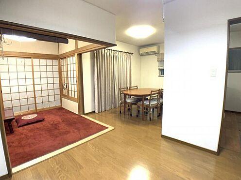 戸建賃貸-名古屋市中村区角割町3丁目 LDKと隣接した和室。 和室は、リビングから目が届く場所なので、お子様の遊び部屋・お昼寝スペースとして使うのもオススメです♪
