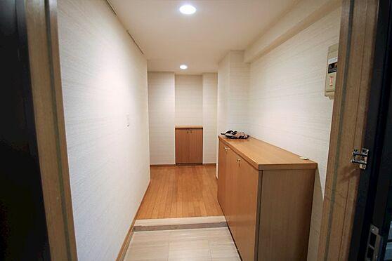 リゾートマンション-熱海市咲見町 玄関(2):玄関扉を開けると、広々としたスペースに。収納も十分です。