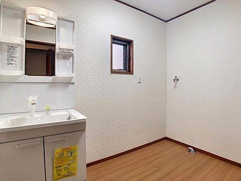 中古一戸建て-豊田市聖心町2丁目 窓付きの洗面室。 採光と換気がバッチリできちゃいます◎