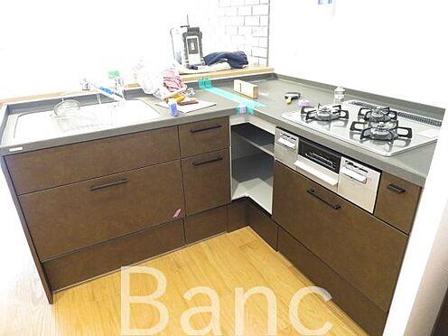 中古マンション-港区東麻布2丁目 3口ガスコンロ、グリル付きでお料理も捗りますね。