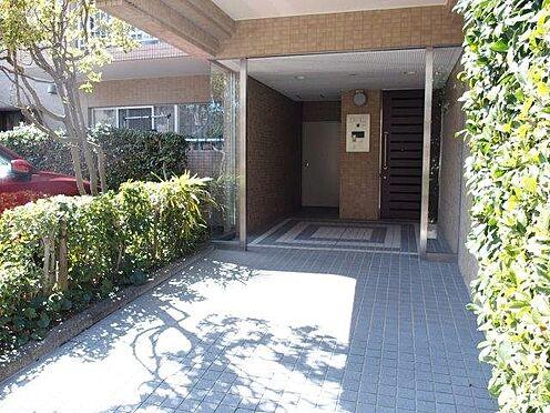 中古マンション-多摩市豊ヶ丘3丁目 居室棟へのエントランスになります。