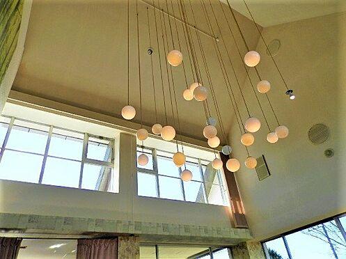 中古一戸建て-田方郡函南町平井南箱根ダイヤランド こちらのお部屋の天井は吹き抜けになっており、陽射しと共に開放感を感じていただけます。
