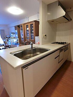 中古マンション-八王子市松木 食器洗浄機がついています。対面キッチンなので開放感があります。