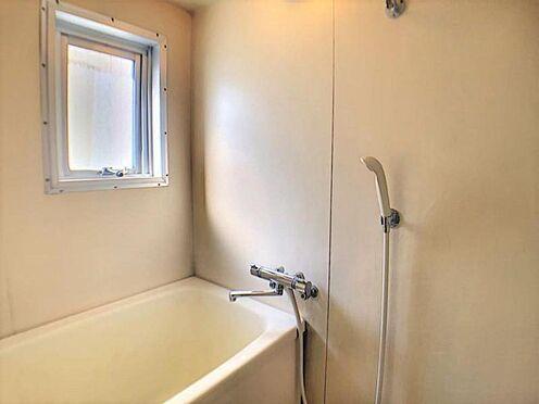 中古マンション-名古屋市天白区植田西1丁目 窓があり明るいバスルームです。