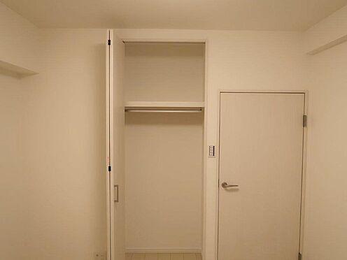 中古マンション-多摩市関戸2丁目 各居室クローゼットを設けることにより、有効的な室内を造り上げております。