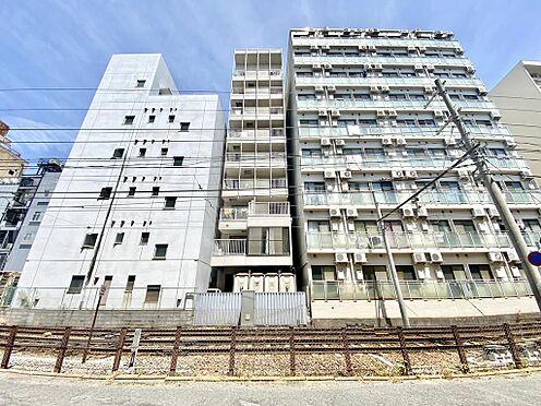 区分マンション-京都市中京区壬生仙念町 北側から見たマンションの外観です。同程度の高さのマンションに囲まれています。