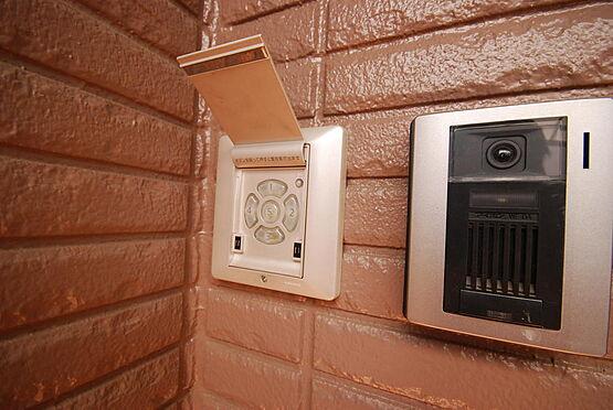 店舗付住宅(建物全部)-さいたま市北区日進町3丁目 スマートキー(電子キー)だけではなく、暗証番号キーも設置されていますので、鍵を持たずに外出できます。