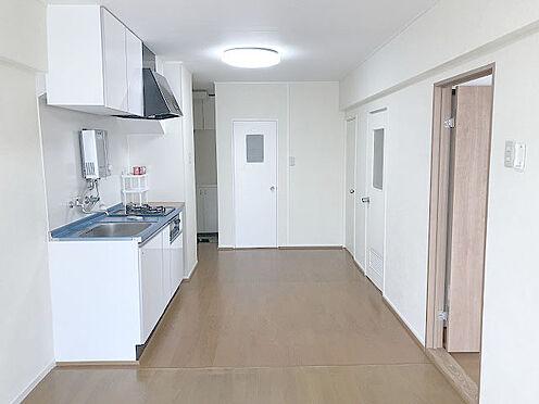 マンション(建物一部)-松戸市松戸 【LDK11.5畳】南側バルコニーからの日差しがあり、明るいリビングです。
