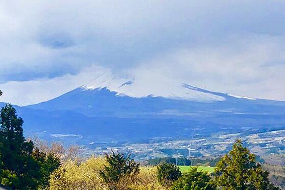 中古一戸建て-田方郡函南町畑 【眺望1】ズームにて撮影。富士山を一望できます。四季折々の富士山をお楽しみください。