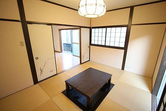 中古一戸建て-橿原市菖蒲町3丁目 【1階南側和室】リビングと続き間としてもご利用頂けます。南向きのとっても明るいお部屋です。