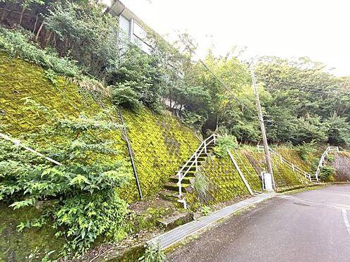 中古一戸建て-伊東市宇佐美 ≪外観≫ 道路から約43段の階段があります。