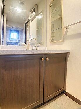 区分マンション-福岡市城南区別府6丁目 大きな鏡の洗面台です。