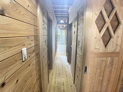 戸建賃貸-名古屋市西区清里町 無垢材に囲まれた廊下は年数を重ねるたびに味が出ます!