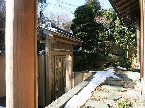 中古一戸建て-熱海市上多賀 歌舞伎門より玄関までのアプローチです。