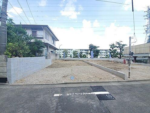戸建賃貸-八王子市鹿島 南側前面道路は交通量も少なく落ち着きのある住宅街になります。