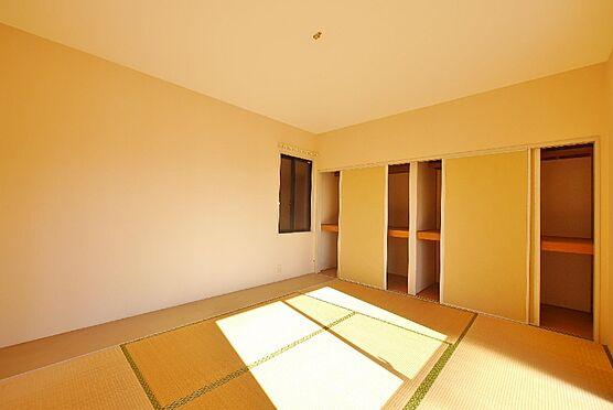 アパート-北九州市八幡西区町上津役東3丁目 一つあると嬉しい和室はお子様を遊ばせるのに安心ですね。