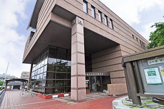 中古マンション-東松山市箭弓町1丁目 【図書館】東松山市立図書館まで498m