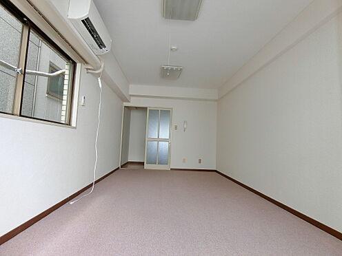 中古マンション-千代田区平河町1丁目 洋室約9.0帖を撮影しました。床はカーペット貼りを採用しております。