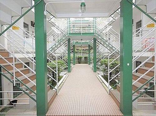 マンション(建物一部)-京都市北区紫竹上緑町 緑の柱がアクセント