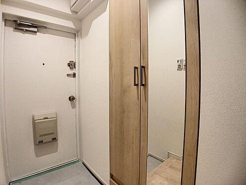 中古マンション-名古屋市千種区向陽1丁目 玄関には姿見を完備しており、忙しい朝の身だしなみも安心です!