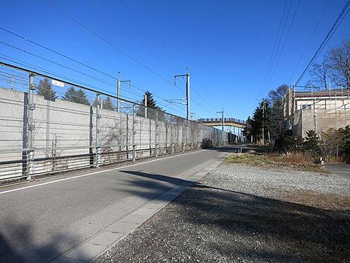 店舗付住宅(建物全部)-北佐久郡軽井沢町大字長倉 北側の道路はゆったりとした舗装道路。