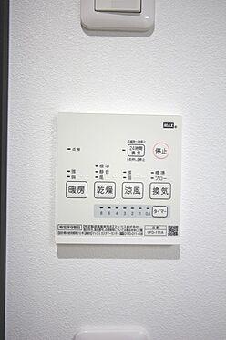 戸建賃貸-桜井市大字橋本 雨の日のお洗濯に役立つ浴室暖房乾燥機。浴室のカビ予防にも活躍します。