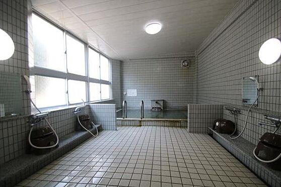 中古マンション-熱海市春日町 温泉大浴場:1階にある温泉大浴場は毎日お湯を入れ替えております。心行くまで温泉をお楽しみください。