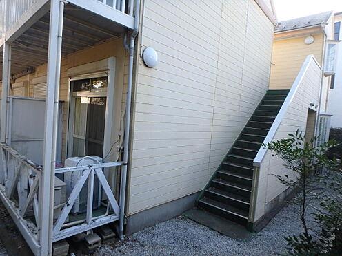アパート-北本市東間1丁目 建物裏側にも階段があり、2方向避難可能です