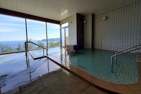 リゾートマンション-熱海市熱海 海を眺めながら入浴できる温泉大浴場が共用施設としてあります。
