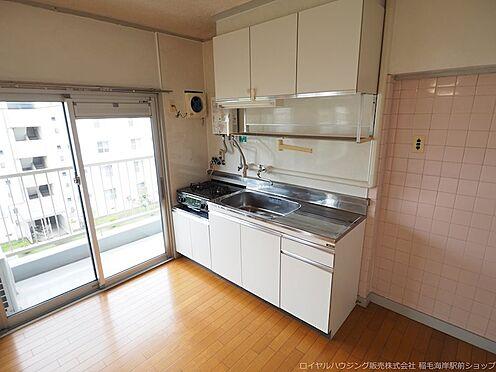 区分マンション-千葉市美浜区稲毛海岸3丁目 2013年2月に瞬間湯沸器を交換しているキッチンです。