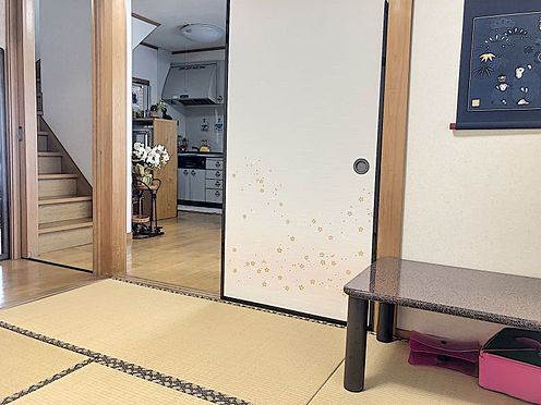 戸建賃貸-岡崎市井田町字西田 リビングに隣接した和室は客間としても家族のくつろぎの部屋としても、使い方いろいろです!