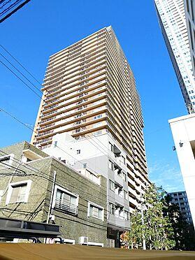 中古マンション-中央区月島1丁目 南側から撮影した建物外観写真です。