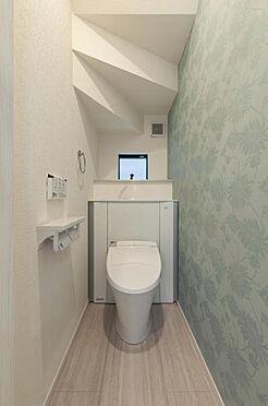 新築一戸建て-名古屋市守山区大字下志段味 収納一体型トイレ。掃除道具などを収納しスッキリとさせることが出来ます。(1階のみ)(同仕様)
