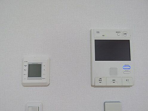中古マンション-町田市三輪緑山1丁目 モニター付きインターホンと床暖房のリモコン