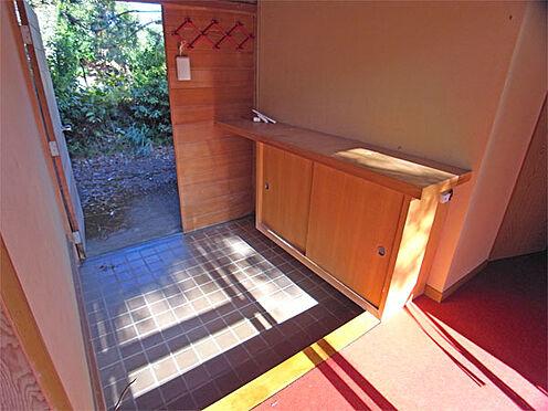 中古一戸建て-伊東市八幡野 ≪玄関≫ お庭からの陽射しが入る明るい玄関