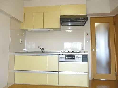 中古マンション-横浜市戸塚区深谷町 薄い黄色のキッチン