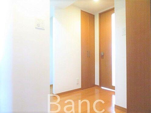 中古マンション-新宿区弁天町 玄関廊下の様子です。
