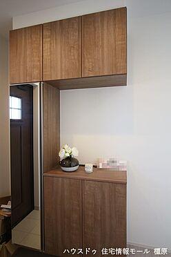 戸建賃貸-磯城郡田原本町大字阪手 大容量のシューズボックスは40足程度入ります。散らかりがちな場所の整理に役立ちます